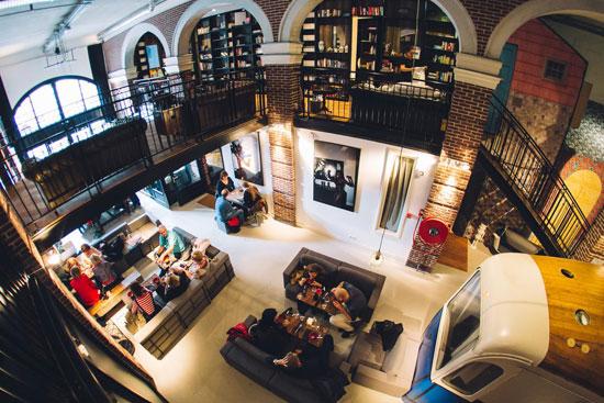 h tels insolites amsterdam guides de voyages. Black Bedroom Furniture Sets. Home Design Ideas