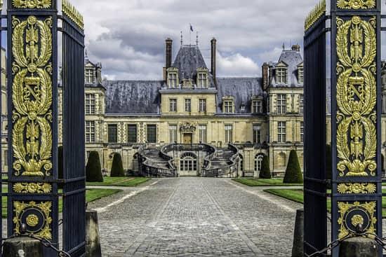 Château de Fontainebleau sur la Nationale 7
